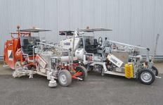 H33 Road marking machines (2x) for sprayable thermoplastics (420 resp. 500 l) incl. metering pump with 2 respectively 3 spray guns