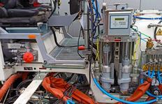 Dosierverfahren: Plungerpumpen für 98% Stammkomponente sowie 2%  Härteranteil, für spritzbare 2K Kaltplastiken Airspray (Niederdruckverfahren) mit MALCON4E