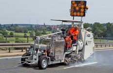 H33 машина для разметки с безнапорным баком (500 л) для распыляемых термопластиков насосом-дозатором