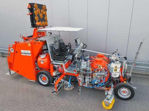 H26 Markierungsmaschine für spritzbare 2K Kaltplastiken im Airless-Verfahren (AMAKOS®), mit Elektro-Perlschleuder und zusätzlichem Behälter für Vormarkierungsfarbe