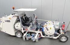 H26 avec système à couche épaisse d'enduits à froid à 2 composants pour des traits lisses ainsi que l'enduits à froid à 2 composants pulvérisables (Airspray) M98: 2 avec un réservoir sous pression (650 l).
