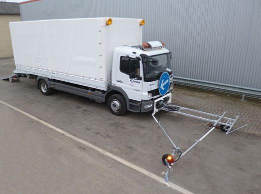 """""""Package tout inclus"""": Camions de transport pour une H33-3 par camion et camions d'approvisionnement avec deux fondoirs ID1100-1 par camion avec l'approvisionnement directe du camion – sans station d'énergie equippé avec système pré-marquage"""
