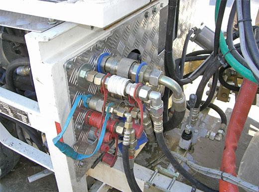 Простая система для паллетирования, с электрическими и гидравлическими быстрооткрывающимися  затворами(гнезда для термопластической системы)