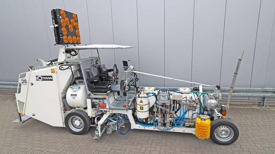 H33 avec réservoir sous pression (1000 l) pour l'enduits à froid 2 composants pulvérisés, procédé Airless avec pompe de dosage dépendant de la route parcouru AMAKOS®