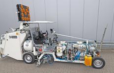 H33 con depósito de presión (1000 l) para plásticos en frío pulverizables de 2-componentes, equipada para procedimiento Airless con bomba dosificadora dependiente del trayecto AMAKOS®