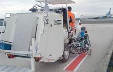H26 en Madrid/Espana con sistema de depósitos presurizados para pinturas en frío, 1 x 440 l (2 cámaras cada una 220l) depósito presurizado con 3 pistolas de pintura para líneas de seguridad (blanco/rojo/blanco)