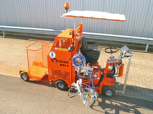 H11 im Airlessbetrieb mit Pumpe und Druckbehälter (120 ltr) sowie Pylonenanhänger