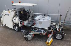 H26 con depósito sin presión (570 l) para termoplásticos con extrusor universal MultiDotLine® giratorio bajo el depósito, extrusor 50 cm