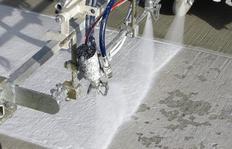 H26 на заводе Airbus в Гамбурге/Германия оснащённый системой нанесения холодной краски безвоздушным методом, а также 2К М98:2 холодного пластика безвоздушным методом. Напорный бак 460 л и широкополосный маркировщик 90 см c 3 пистолетами для краски