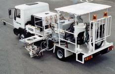 H75-500 con depósito presurizado (500l) para pinturas termoplásticas proyectables, marcadores en ambos lados