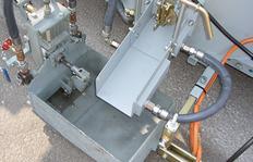 Tubo de salida calentado por aceite térmico y válvula de salida controlada neumáticamente para termoplásticos utilizando sistema de zapatón