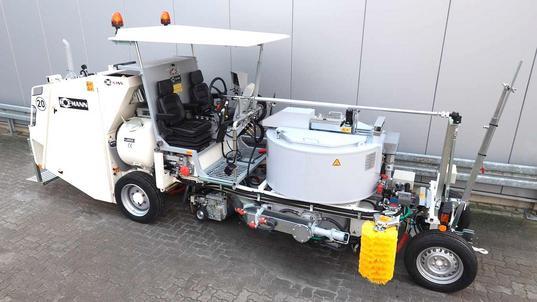 Thermoplastik-Schwenkextrudersystem  - Transportstellung: Extruder unter dem Behälter