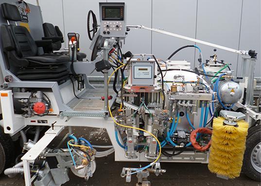 CONEX<sup>&reg;</sup> Dosierpumpe mit stufenlos verstellbarem Härteranteil bei Airless 98:2-Kaltspritzplastik-Maschinen