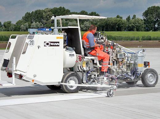 H26 c использованием насоса (безвоздушный метод нанесения) с 3 пистолетами для использования в аэропортах
