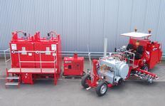 H26 con depósito presurizado (300l) y unidad de quemador de gas, 3 pistolas de pinturas plásticas pulverizables así como unidad de caldera doble compuesto de dos ID1100-1 con quemador de gasoil, estrado y escalera, estación energética de 10 kW