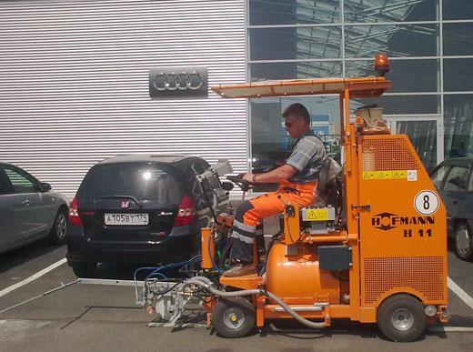 H11 c насосом для нанесения методом высокого давления безвоздушным способом и  напорным баком 225 л