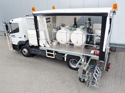 H36-1300P in Ramstein/Germany with pressurised containers (2 x 650 l) for cold paints using Airless spraying method, 90 cm wide line marker unit with 4 paint guns and 4 glass bead guns