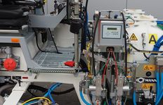 Dosierverfahren: Plungerpumpen für 98% Stammkomponente sowie 2% Härteranteil, für spritzbare 2K Kaltplastiken mit MALCON4E. 2-Linien-System möglich.