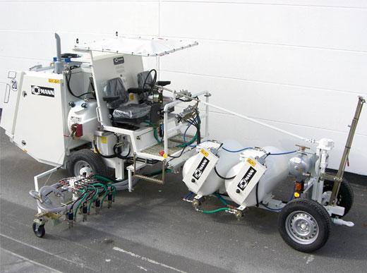 H26 в Эр-Рияде/Саудовская Аравия с системой контейнеров под давлением для холодных красок, баки под давлением 2 x 225 л для использования с маркировочным блоком для линий шириной 90 см, включая по 4 распылителя краски и стеклошариков