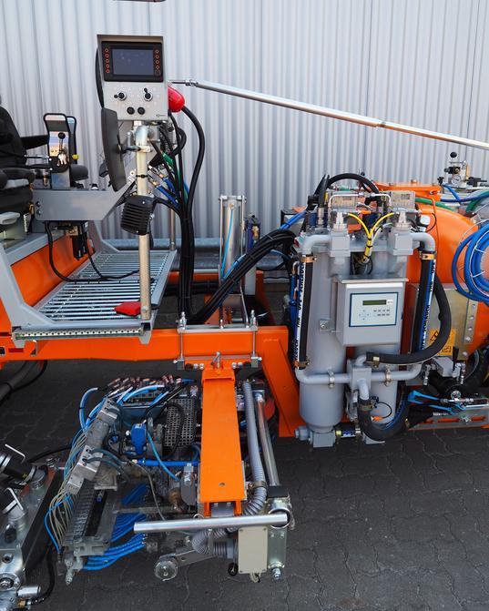 Procedimiento de dosificación: Bomba de fuelle para el componente de base de 98 % y bomba de engranajes para componente endurecedor de 2 %, para pinturas plásticas en frío 2c con MALCON4E. Sistema de líneas dobles posible.