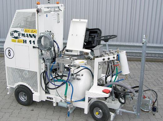 H11 для нанесения разметки безвоздушным способом с насосом и напорным баком 120 л
