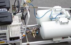 H26 equipada para marcaje central, con depósito presurizado