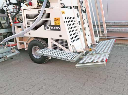 RM3D equipped with additional lateral rear platform as well as foldable and lowerable rear tread surface