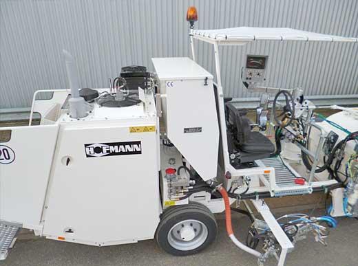 H26 im Airless-Verfahren mit servo-hydraulischer Pumpe (AMAKOS<sup>®</sup>) mit Druckbehälter (800 ltr), vergrößerter Perlbehälter (450 ltr) und verbreiterte Sperrzeichenwanne