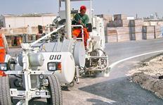 H33 комбинированная машина<br>с двумя напорными баками для распыляемых термопластиков (300 л) и холодной краски (385 л)