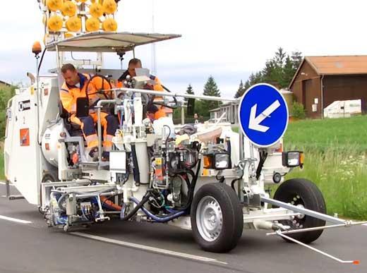 H26 машина для нанесения 2-х компонентного холодного платика М98:2, с сильфонным насосом и напорным баком 650 л. для стохастических агломератов, Spotflex® и профилей