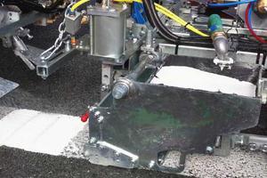 Pintura plástica en frío 2c - Sistema de mezcla cerrado con zapatón abierto para líneas lisas y perfiladas sin borde biselado