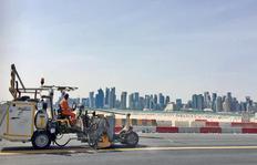 H33 avec réservoir sans presion (500 l) pour l'enduits à chaud avec sabot, travailler au Qatar