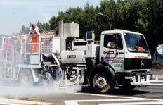 H75-2500PEX Combi-Roadmarking truck with unpressurised container (2500 l) for sprayable thermoplastics with path-dependent metering pump (AMAKOS<sup>®</sup>), marker unit on both sides and for thermoplastics with two universal extruders on both sides