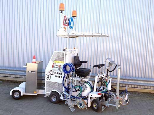 H11 pour procédé Airless avec pompe et réservoir sous pression (120 l) ainsi que remorque pour des pylônes