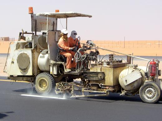 H33 machine de marquage combiné avec deux réservoirs sous pression (300l) pour enduits à chaud pulvérisés ainsi que peinture à froid (385l)