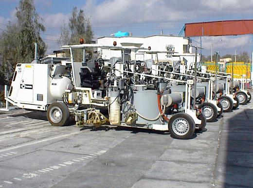 H33 Kombimaschine mit drucklosem Behälter (500ltr): Spritzbare Thermoplastik mit wegabhängiger Pumpe / Thermoplastik mit Extruder
