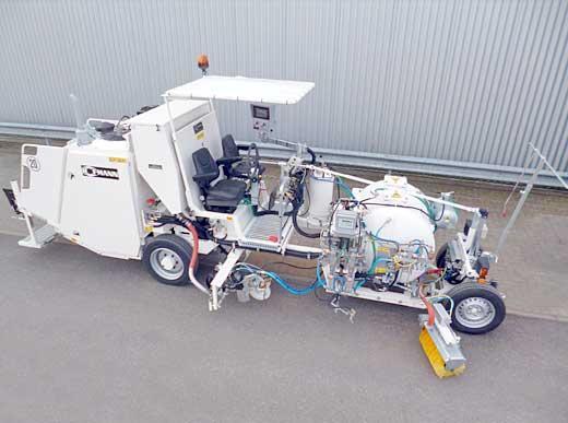 H26 im Airless-Verfahren mit servo-hydraulischer Pumpe (AMAKOS) mit Druckbehälter (800 ltr), vergrößerter Perlbehälter (450 ltr) und verbreiterte Sperrzeichenwanne