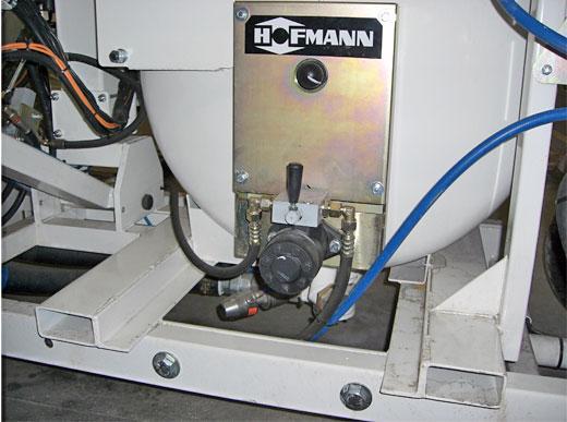 Système de palettisation (cuve de rechange) simple avec des fermetures rapides électriques et hydraulique ainsi que des colliers de fixation pour un changement rapide d'unité d'application par chariot élévateur (pour H18,H26,H33)