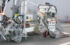 H18 Máquina pintabandas equipada con unidad de secador (potencia del ventilador aprox. 2x10.000 l/min a 600° C)  incl. extrusor MultiDotLine<sup>®</sup> de 30 cm