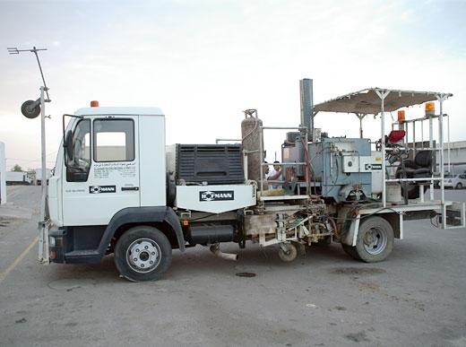 H75-500 avec réservoir sous pression (500l) pour enduits à chaud pulvérisés, unité de marquage des deux côtés