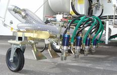 H26 en Riad/Arabia Saudí con sistema de depósitos presurizados para pinturas en frío, 2 x 225 l depósitos de presión y con marcador aeroportuario de 90 cm con 4 pistolas de pinturas y de esferas cada uno
