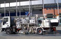 H75-1000PEX Combi-Roadmarking truck with pressurised containers (2 x 600 l): for sprayable thermoplastics with path-dependent pump (AMAKOS<sup>®</sup>), marker unit on left and right side as well as for thermoplastics with two extruders left and righ
