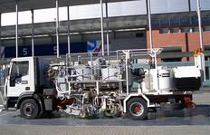 H75-1000PEX Combi-Roadmarking truck with pressurised containers (2 x 600&nbsp;l): for sprayable thermoplastics with path-dependent pump (AMAKOS<sup>®</sup>), marker unit on left and right side as well as for thermoplastics with two extruders left and righ