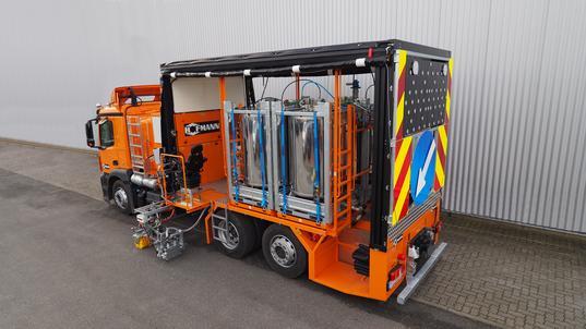 H37-5000P Kombi-Markierungs-LKW mit wechselbaren drucklosen Behältern (4 x 1250 ltr) für 1K-Kaltfarben mit Pumpe und 2K-Kaltspritzplastiken für Airless-Spritzverfahren mit wegabhängiger Dosierpumpe AMAKOS®