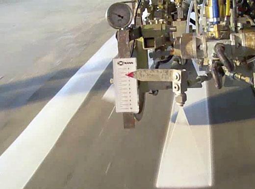 Estabilizador del ancho de las líneas - velocidad de marcaje reducida - baja presión de pintura - indicador (pistola pulverizadora) arriba
